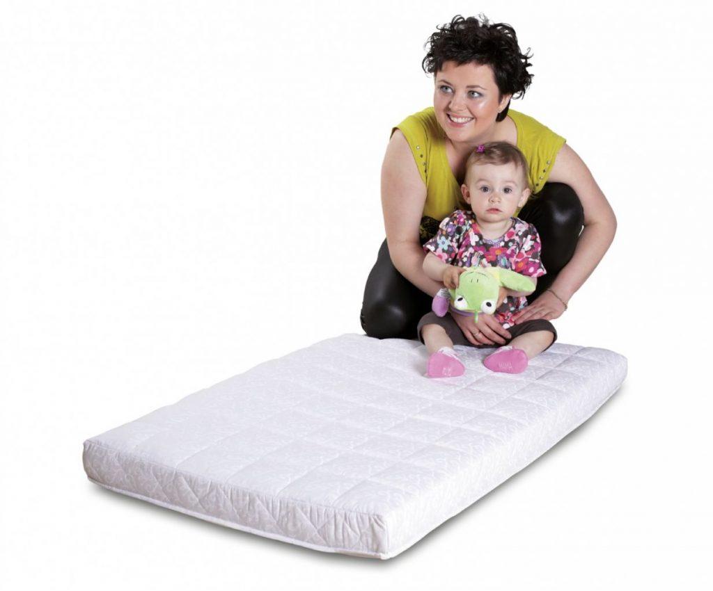 Jaki materac do łóżeczka